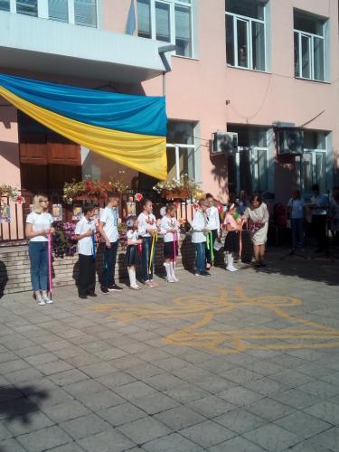 Свято першого дзвоника «Знову вересень кличе нас до школи!»