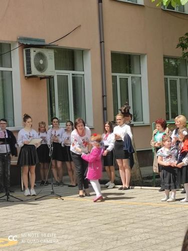 Свято шкільного прапора - Слов'янська школа №23
