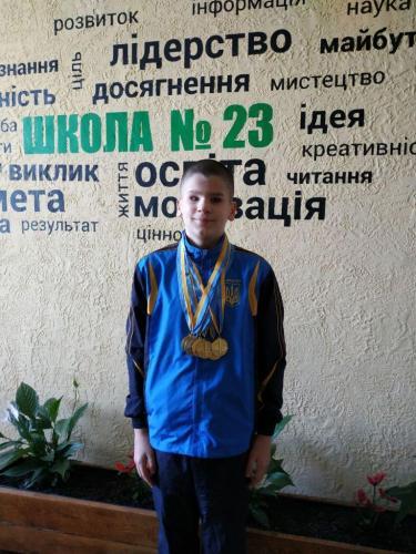 Золоті та срібні запливи юних спортсменів